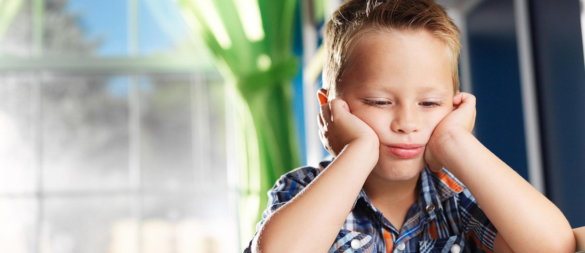 Causes et conséquences de la perte auditive chez le nouveau-né et l'enfant
